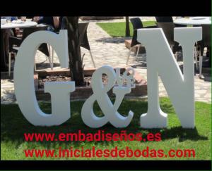 CORPOREOS O INICIALES GIGANTES PARA BODAS, LETRAS Y NUMEROS DE CORCHO BARATO EN MADRID Y TOLEDO